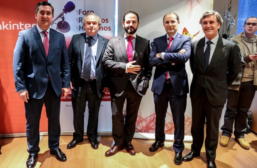 El director del Foro de RRHH con distinguidos y el equipo de Gas Natural-Fenosa