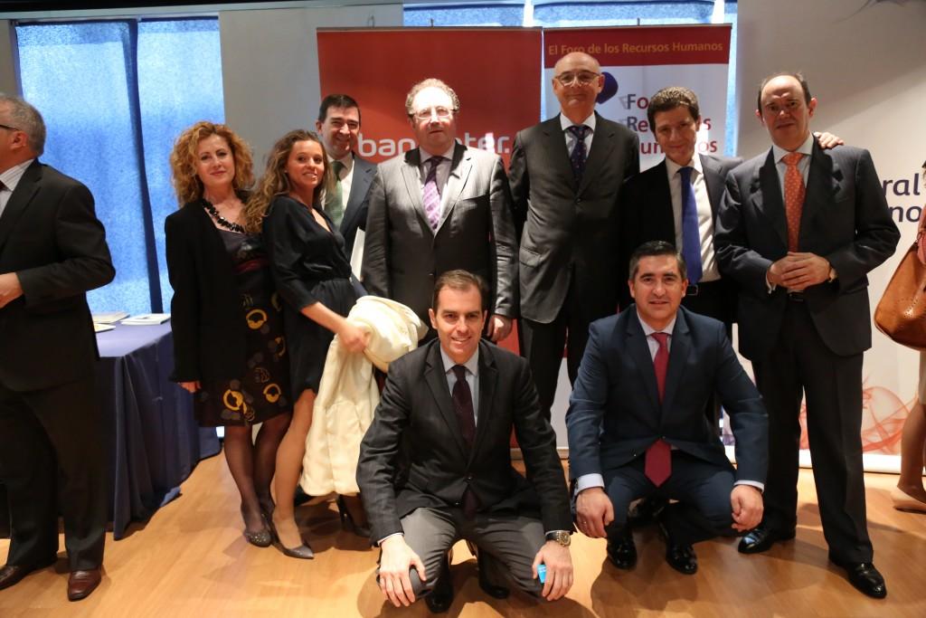 El director del Foro de RRHH con José Mª de la Villa, Director de Relaciones Institucionales de ESADE, y varios contertulios