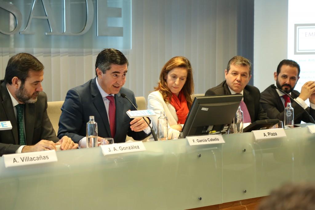 Francisco García Cabello anuncia las distinciones Foro RRHH 2015