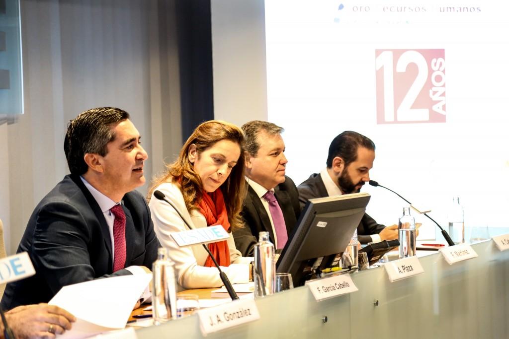 Francisco García Cabello, fundador y director de Foro RRHH, da la bienvenida a los invitados