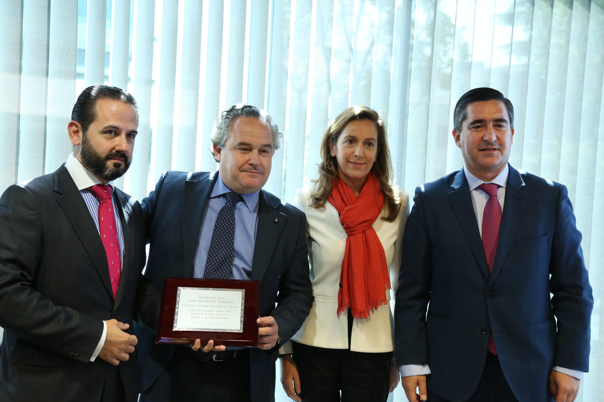 Tomás Pereda recibe la Distinción RRHH 2015