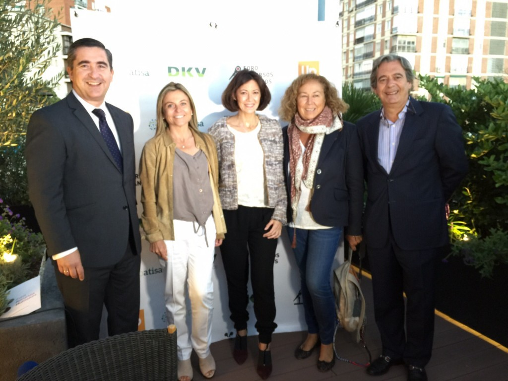 Pilar Roch y equipo de Womenalia junto  Jose Luis Alonso, CEO de Ideas Realidad