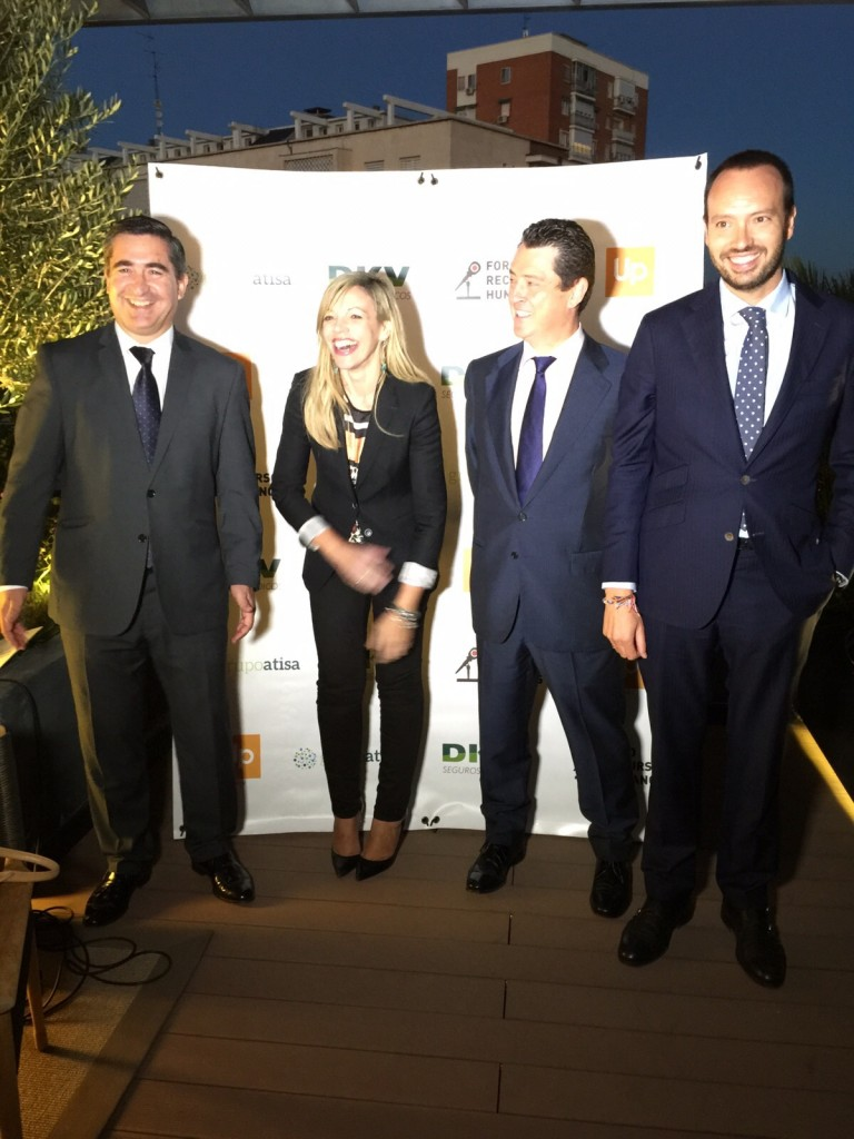 Sonia Martínez, Directora de Ventas de Cheque Gourmet, Juan Carlos Pérez Espinosa, presidente de DCH, y Javier Margalet, Responsable de Alianzas y Grandes Cuentas de DKV