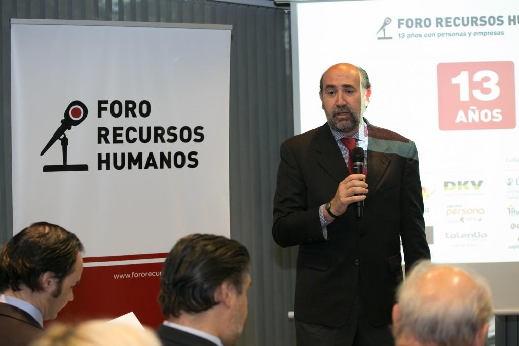 Enrique Verdeguer, Director de ESADE Madrid, da la bienvenida a los asistentes