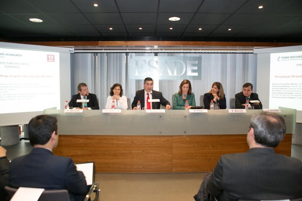 Francisco García Cabello da paso a los invitados que quieren intervenir
