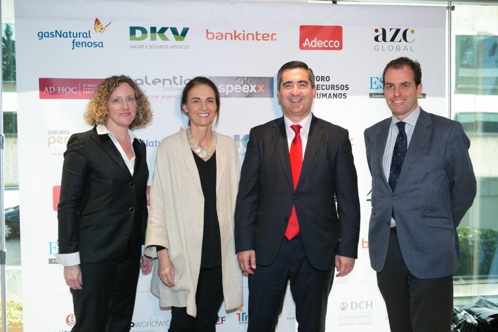 María Gil, colaboradora de AZC Global y Foro RRHH; Cristina Muñoz Corsini, Directora de carreras y salidas profesionales de la Universidad de Navarra; el fundador del Foro RRHH y Juan Crespo, Consejero Patrimonial de MAPFRE y miembro de la Junta Alumni UNAV