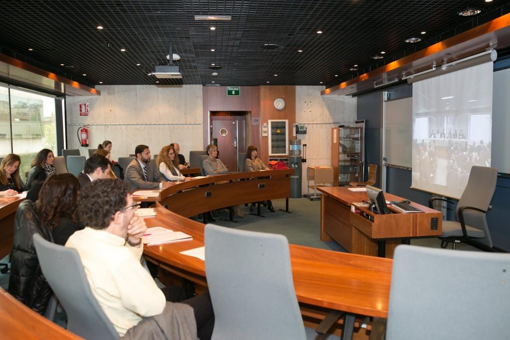 Muchos directivos tuvieron que escuchar la mesa debate desde otra sala adjunta en ESADE