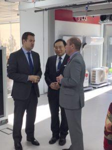 Jaime de Jaraiz, Presidente de LG, Park He Kwon, Embajador de Corea del Sur en España, y Jose de la Uz, Alcalde de las Rozas