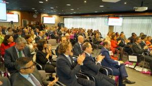 Los más de 150 directivos presentes en la sala felicitaron a los distinguidos