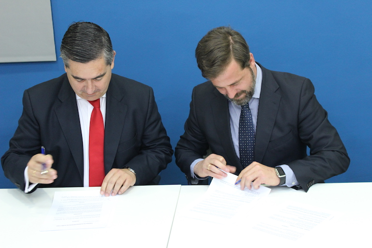 Francisco García Cabello y Carlos Rus firman el acuerdo