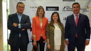 Mariano Zúñiga, Director de Comunicación de Up Spain, Sonia Martinez, de Up Spain y Almudena Molinero, de Atisa, con el Fundador del Foro RRHH
